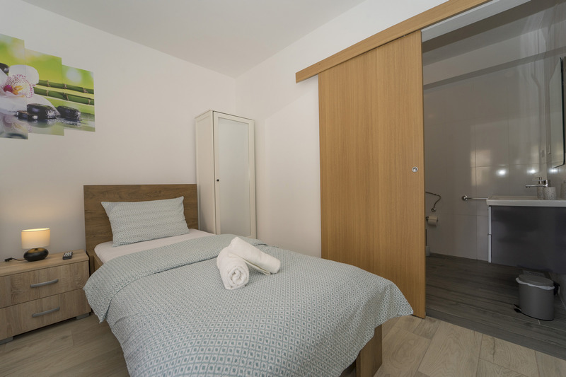 Room VL-128